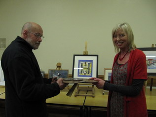 Gill Harwood being presented with palette trophy by John Dillistone